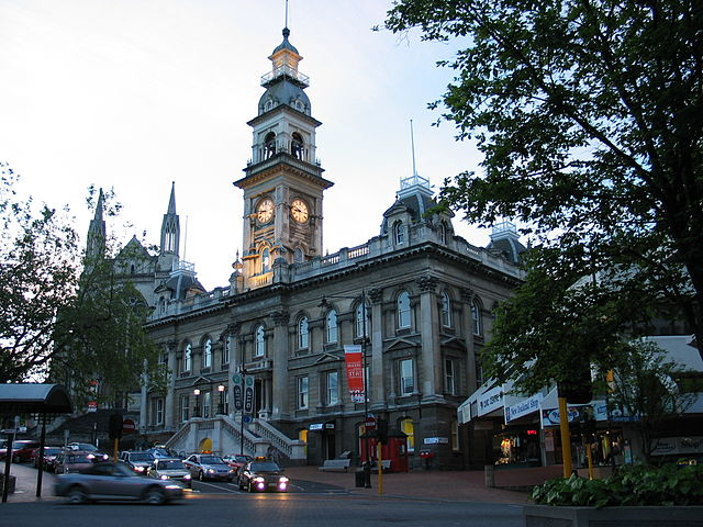 A city built around a big lake is always a thing of beauty. Dunedin has that beauty plus an albatross nesting area and a history involving the Maori peoples, Scottish settlers, a gold rush, and a thriving indie rock scene. (Photo credit: Wikipedia)