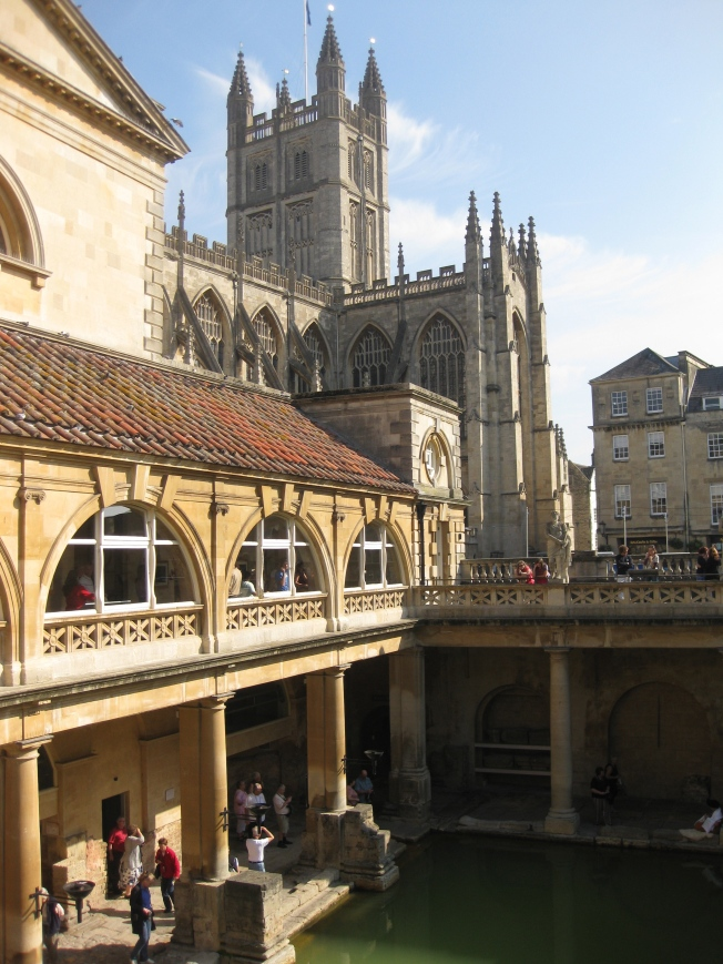 Bath is exactly what you would expect the one time home of Jane Austen to be: completely charming and romantic. It feels like a town willing its  residents to enjoy themselves with lots of public parks, theatres, and of course the Roman Baths.